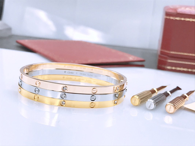 Cartier LOVE bracelet small model 6 diamonds
