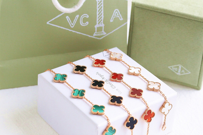 Vintage Alhambra bracelet, 5 motifs Yellow gold, White gold Rose gold with Malachite, Onyx, Carnelian, Mother-of-pearl