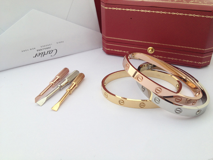 High Quality Cartier LOVE Bracelet Replica, 1:1 Best Deluxe Version! Shipping Worldwide!